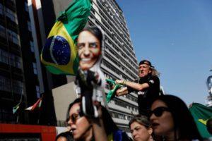 ermitanos evangelicos generales violentos y apunalados brasil y las elecciones del delirio