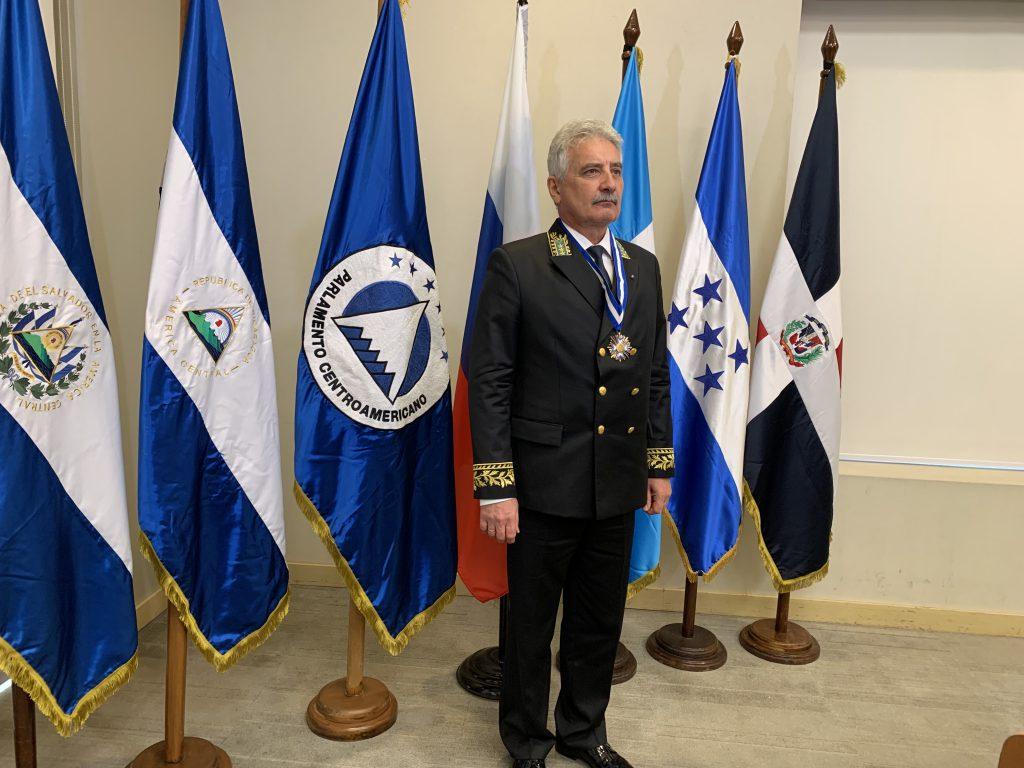 parlacen otorga medalla al merito diplomatico al embajador de rusia en nicaragua barricada